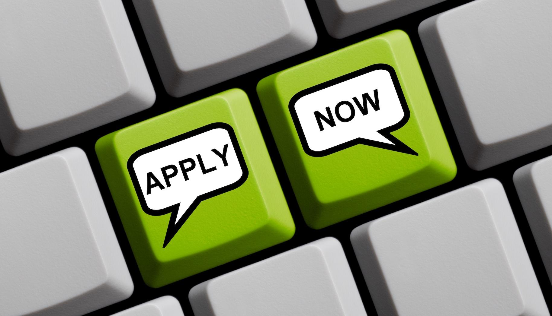 Grüne Tastatur mit zwei Tasten zeigt Apply Now